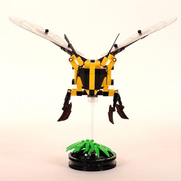 Abeja voladora lego2